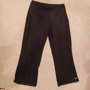 NIKE DRI FIT BLACK CAPRIS. WIDE WAISTBAND SIZE MED